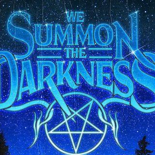 We Summon the Darkness - recensione e spiegazione del suo ' contesto musicale '