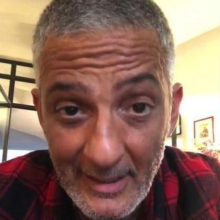 FIORELLO, su Instagram, si è rivolto agli over 60 con un simpatico video, di invito a restare a casa. Con lui, torniamo poi agli anni 90....