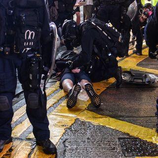 Pestaggi ad Hong Kong, ma a noi, frega un cazzo