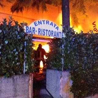 Distrutto dal fuoco deposito del ristorante