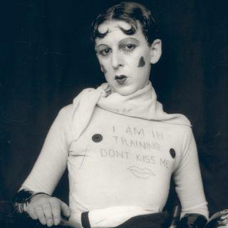 Claude Cahun: La fotografa che giocò con l'identità.