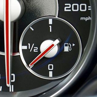(Ekspresem) 05 - Trójkąt wskazujący wlew paliwa w aucie