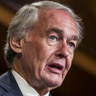 Sen. Markey Visits Border, Condemns 'Unacceptable' Conditions