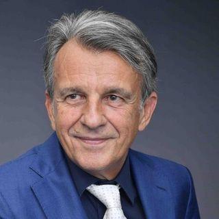 """Prof. Raffaele Morelli """" in questo momento l'unico modo e' stare creativi. Essere creativi  pensare distrarci..."""""""