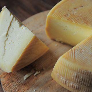Economia domestica con lo chef Amedeo Sandri: cosa fare con i formaggi avanzati