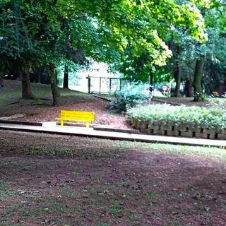 Una panchina gialla per ricordare Eugenio Carpanedo