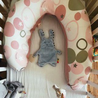 La petite fille qui trouvait (probablement) son lit trop grand