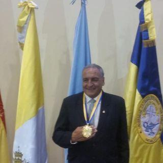 Medalla para un grande, impulsor de la UCB Cochabamba