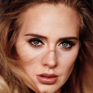 ADELE ha compiuto 32 anni e, sui social, ha colpito per la sua nuova, ulteriore, magrezza. Con la cantante inglese, andiamo poi al 2008….