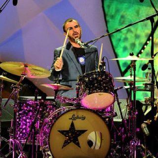 Parliamo di Ringo Starr, che ha annunciato l'uscita del suo nuovo EP; con l'ex batterista dei Beatles torniamo poi al 1973.