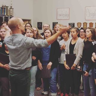 Luke Wyland of AU Discusses Project with Camas High School Choir (opbmusic)