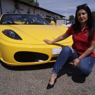 Heels & Wheels #2 - Qual'è la posizione corretta alla guida? Lady in Ferrari ci racconta!