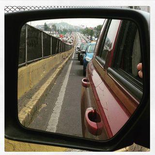 Baja el tránsito y la contaminación no cede