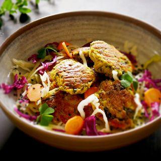 Polpette di patate e cicorie profumate al curry