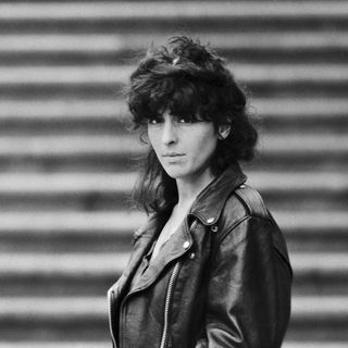 Xela Arias, poeta sen xeración