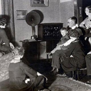 """Radio Racconti Brevi - """"Un direttore di onde radio"""""""