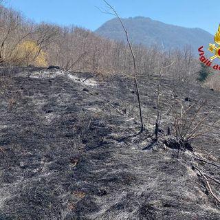 Tre roghi nell'Altovicentino. I pompieri stoppano le fiamme in una rimessa e tra i campi