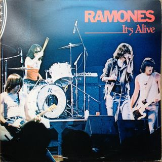 Especial RAMONES ITS ALIVE 40TH ANNIVERSARY 2019 Classicos do Rock Podcast #Ramones #ItsAlive2019 #starwars #obiwan #yoda #twd #bond25 #ahs