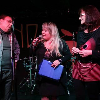 Emanuela Petroni presenta i PUNTO & VIRGOLA su RADIO Ciadd News nella trasmissione ROCK LOVE