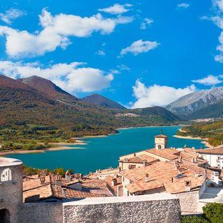 Alla scoperta di Villetta Barrea, il regno dell'arte e dei cervi in Abruzzo
