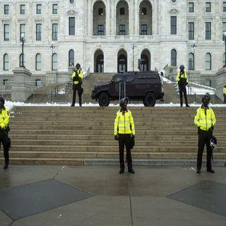 Detienen a hombre fuertemente armado cerca del Capitolio
