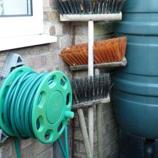 DIY Garden Minute Ep.26 - Easy Garden Equipment Cleaning!