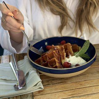Christina Kantzavelos: Gluten-Free and AutoImmune Disease Travel Tips