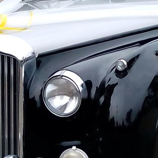 Le auto del corteo nuziale