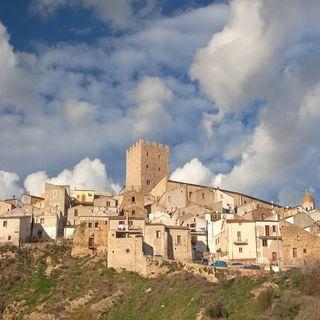 Pietramontecorvino il borgo italiano risorto dalle sue ceneri come l'araba fenice