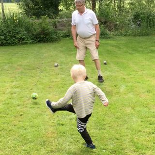 61. Jalkapalloharjoitus pieni poika ja pappa