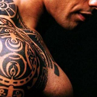Il mondo si fa bello - Tatuaggi