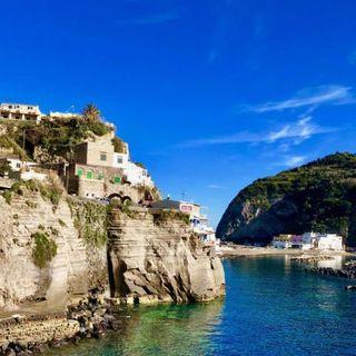 """Il viaggio ad Ischia si trasforma in focolaio """"mobile"""". Contagiati a decine nell'Alto Vicentino"""