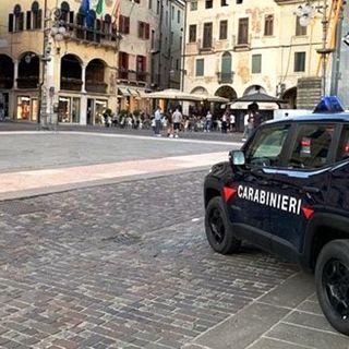 Maltrattato dalla moglie di 37 anni più giovane. Intervengono i carabinieri