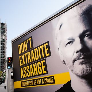 Episode 1176 - The Kafkaesque Imprisonment of Julian Assange Exposes U.S. Myths About Freedom and Tyranny