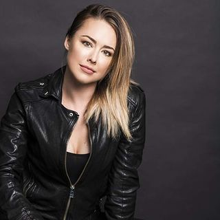 CHRISTMAS MUVIES SPOTLIGHT SPECIAL - INTERVIEW WITH ACTRESS LINDSEY MCKEON