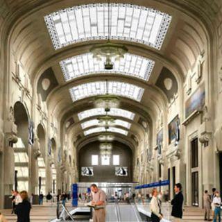 Milano, stazione centrale con mare
