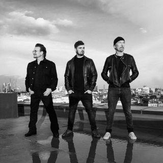 """Polemiche sui social per l'inno degli Europei di calcio di Bono, The Edge e Garrix: simile a """"Ringo Starr"""" dei Pinguini Tattici Nucleari"""