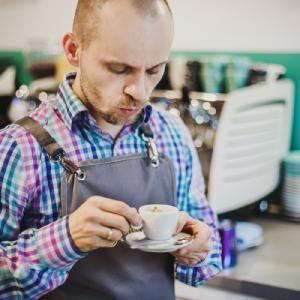 Błażej Walczykiewicz – o pracy w branży kawowej. Jakie możliwości daje rynek?