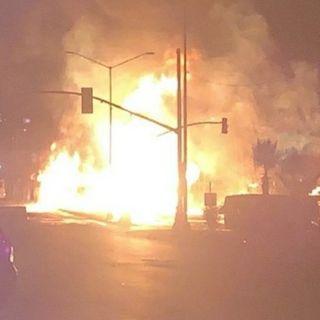 #250 Arde pipa de gasolina en ingreso a Rosarito milagrosamente nadie muere