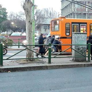 Intervista a chi ha spinto il filobus a Milano - Nontizia