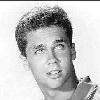 A chat w/ Tony Dow (Wally Cleaver)