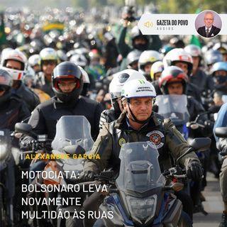 Bolsonaro leva novamente multidão às ruas em motociata