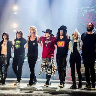"""Guns N' Roses: nello show del 3 agosto a Boston hanno lanciato un nuovo brano, """"Absurd"""". Dal 2001 già cantato live ma col titolo """"Silkworms"""""""