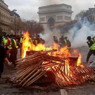 Mais de 200 mil pessoas protestam na França contra passaporte de vacinação