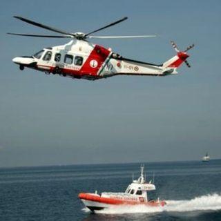 Mediterraneo rosso sangue: persi i contatti con un gommone con oltre cento persone a bordo