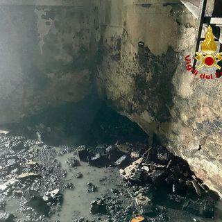 """Incendio all'ex caserma di Guardia di finanza, """"occupata"""" nei giorni scorsi da studenti"""