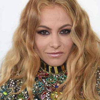 "Recibe Paulina Rubio críticas por actitud rara en un ""live"""