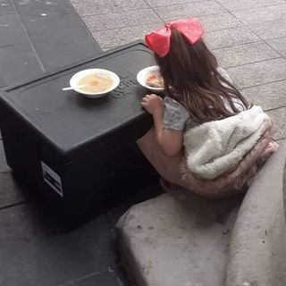 Homeless volunteer explains why he took shocking picture of child at soup run in Dublin this week