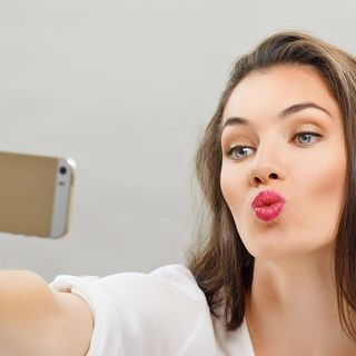 Narcisismo digitale. 3 cause e 3 rimedi per superare l'ansia da selfie