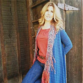 Fighting Adrenal Fatigue Naturally with Laura Vann
